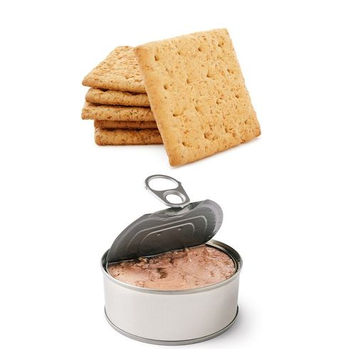 A can of tuna with some wheat thin crackers, a great low calorie snack.